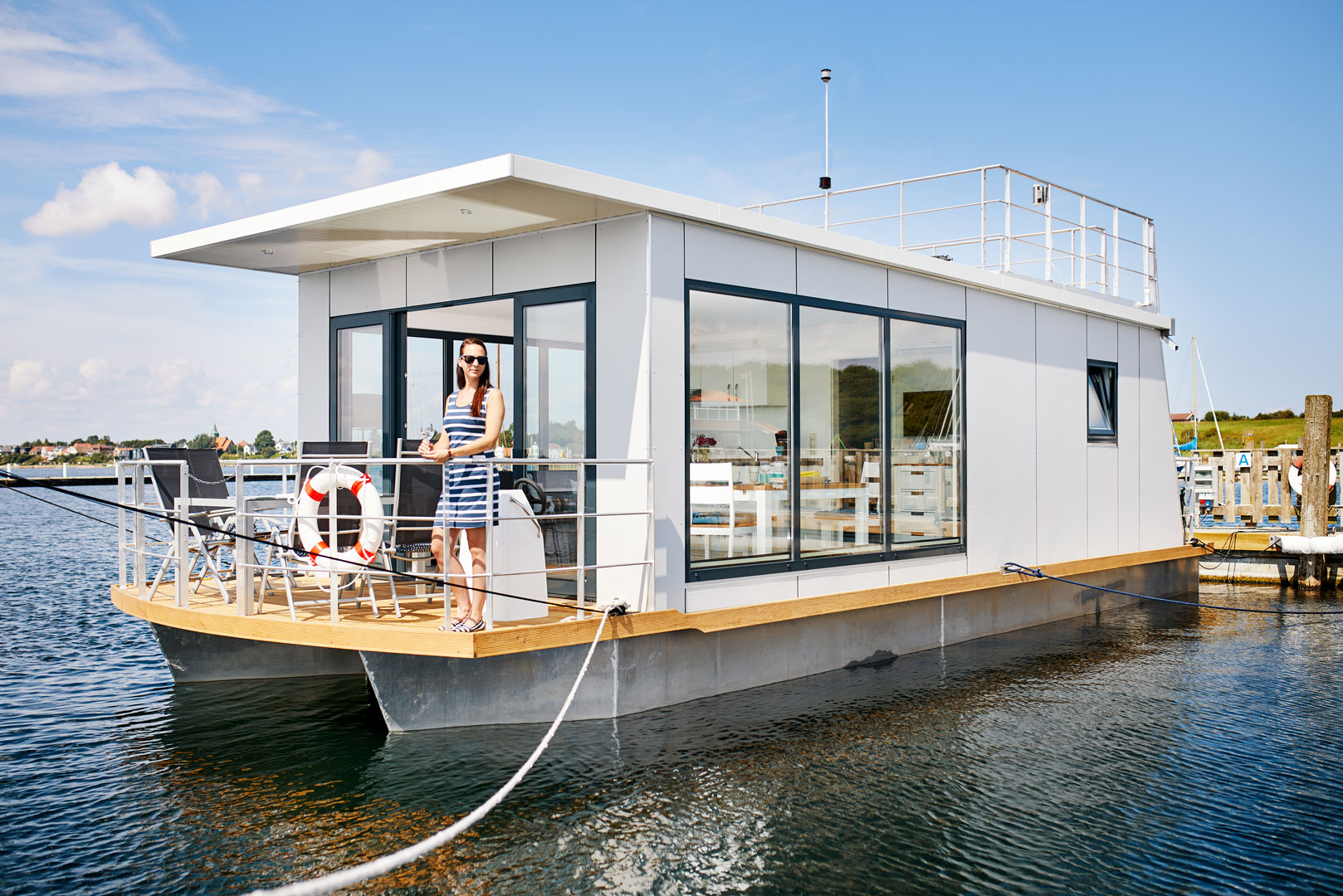 hausboot kaufen floating 30 liegepl tze an der ostsee. Black Bedroom Furniture Sets. Home Design Ideas
