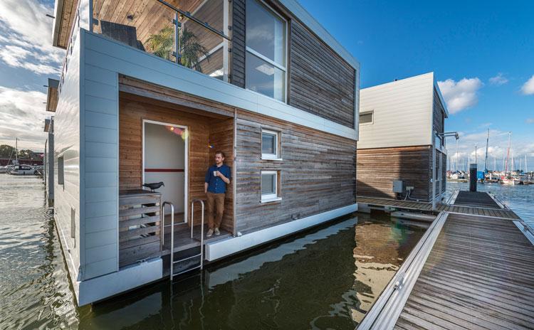 hausboot kaufen und wohnen auf dem hausboot hausboote. Black Bedroom Furniture Sets. Home Design Ideas
