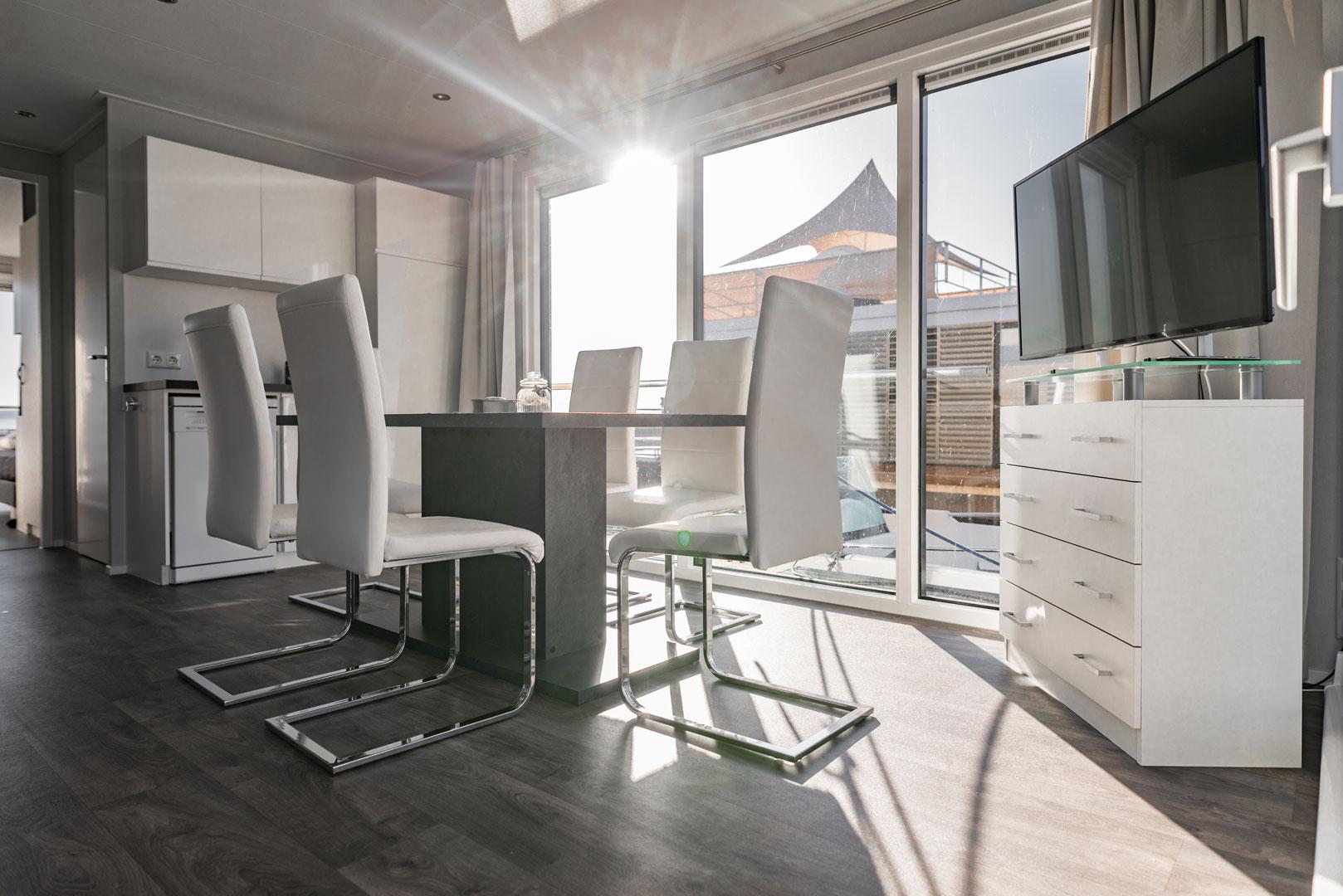spreewald hausboot mieten m we 2. Black Bedroom Furniture Sets. Home Design Ideas