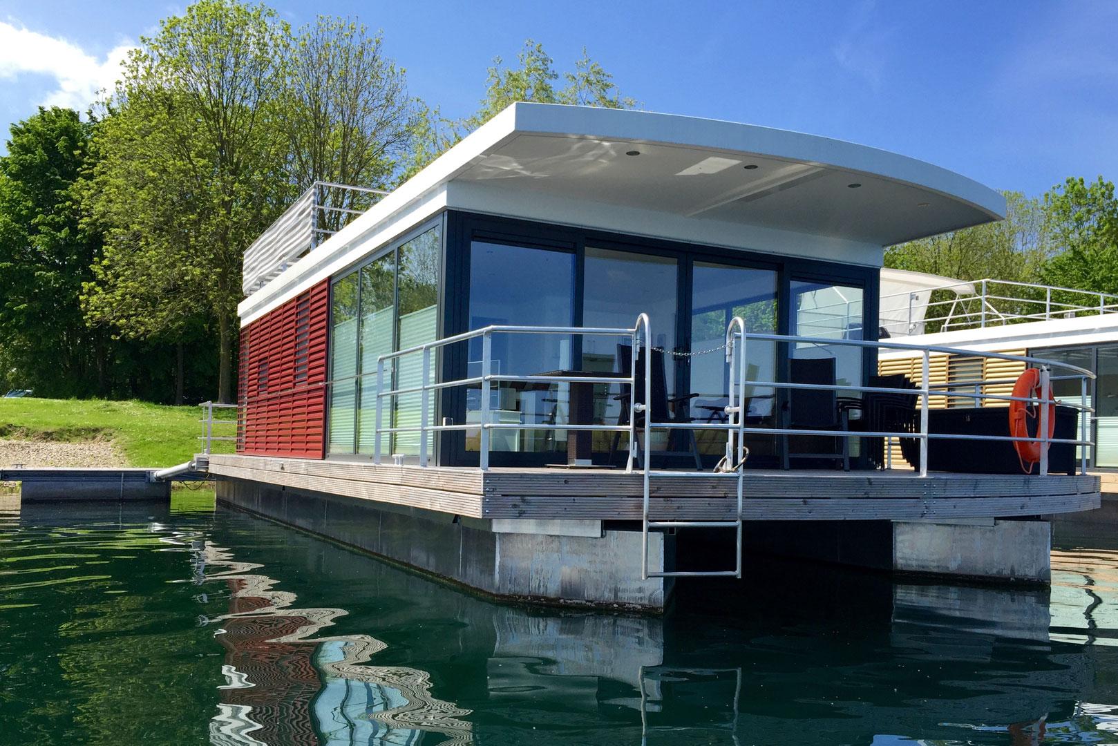 hausboot mieten hausbootferien urlaub am see ferienwohnung an der ostsee mecklenburgischen. Black Bedroom Furniture Sets. Home Design Ideas